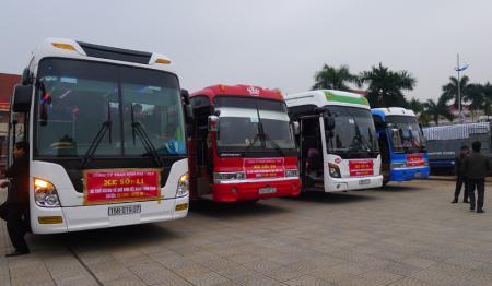 Công ty Than Hòn Gai tổ chức các chuyến xe đưa công nhân về quê ăn Tết
