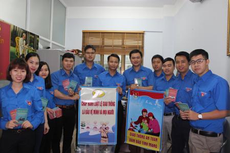 ĐTN Công ty than Hòn Gai - TKV tổ chức tuyên truyền ATGT