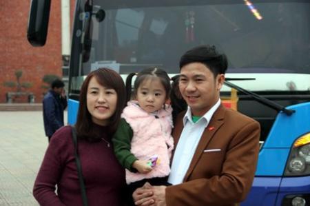 Công ty than Hòn Gai đưa hàng trăm gia đình công nhân về quê ăn Tết